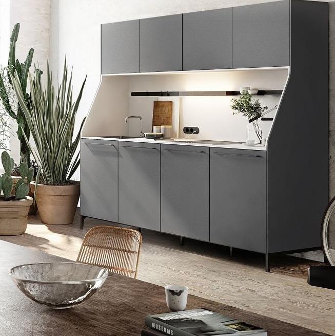 Vista del aparador de cocina SieMatic 29 del mundo estilístico Urban, en gris grafito, con placas y fregadero.