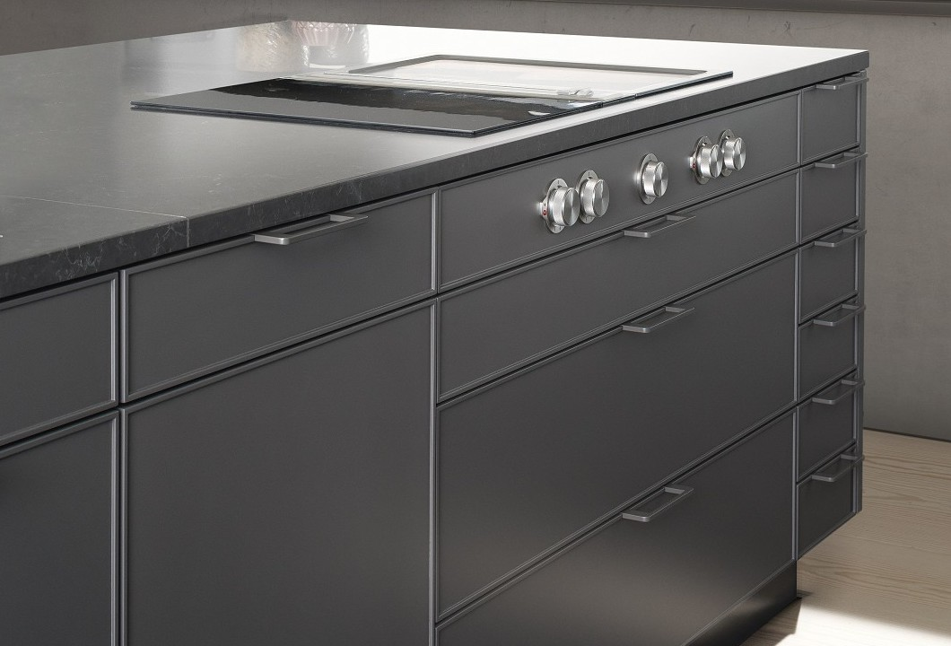 SieMatic Pure SE 3003 R isola in lacca opaca umbra con cappa Downdraft.