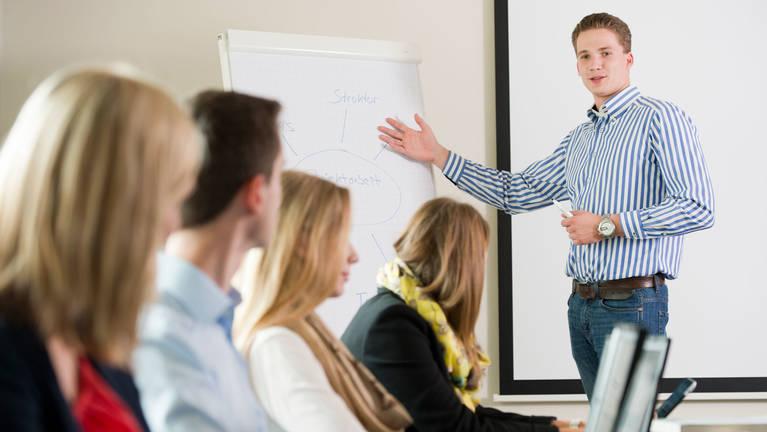 Ausbildung bei SieMatic: Umfangreiche interne und externe Schulungen für Auszubildende.