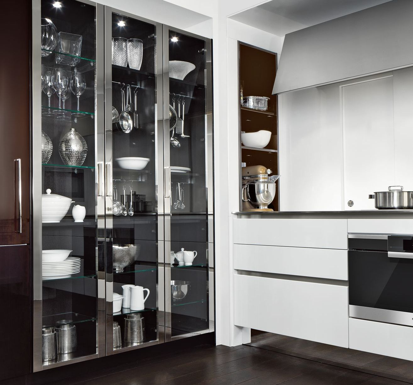 SieMatic Classic BeauxArts S2 ceiling-high glass display cabinets with metal frame in nickel gloss