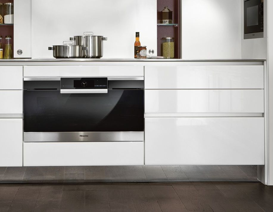 SieMatic S2 base cabinets in the Pure style collection with exclusive SQ lacquer in glossy lotus white