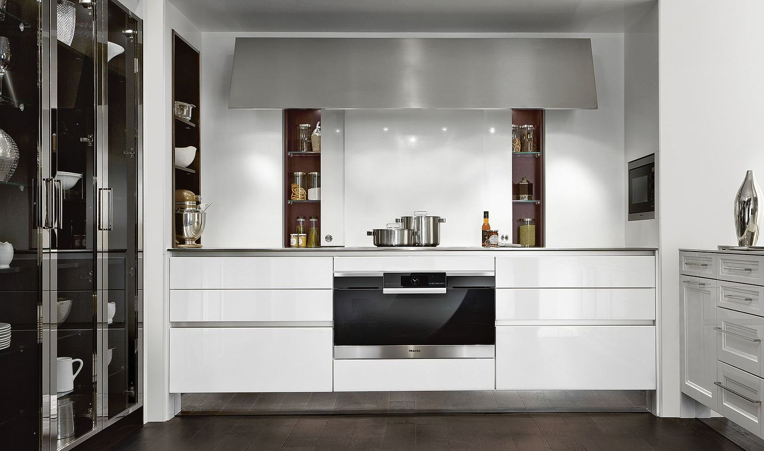 SieMatic Classic, exclusive German kitchen with glossy lacquer front