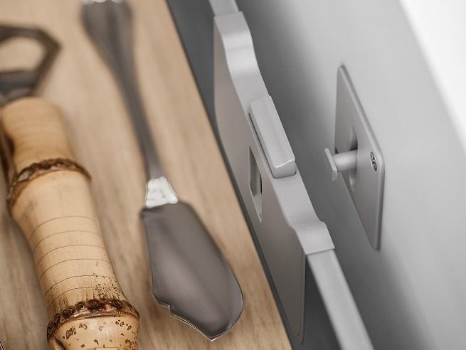 Der Innenschubkasten bietet als 2. Ebene eines Auszugs zusätzlichen Stauraum in der Küche.