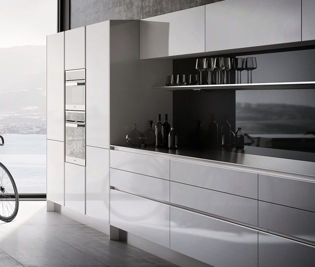 SieMatic Pure S2 tall, wall and base cabinets in glossy white with integrated horizontal and vertical recessed handle grips