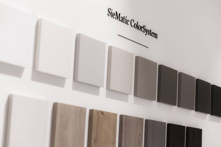 The SieMatic ColorSystem offers a wide range of attractive finishes for the kitchen.