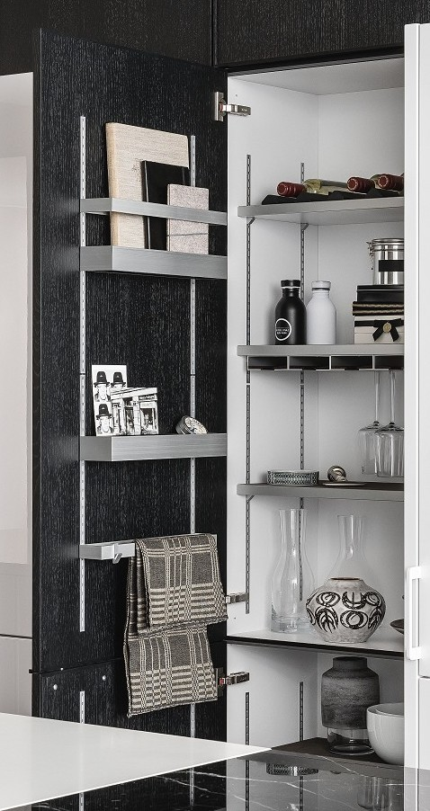 Highly-flexible MultiMatic interior organization system in SieMatic Urban SE kitchen cabinet in graphite oak