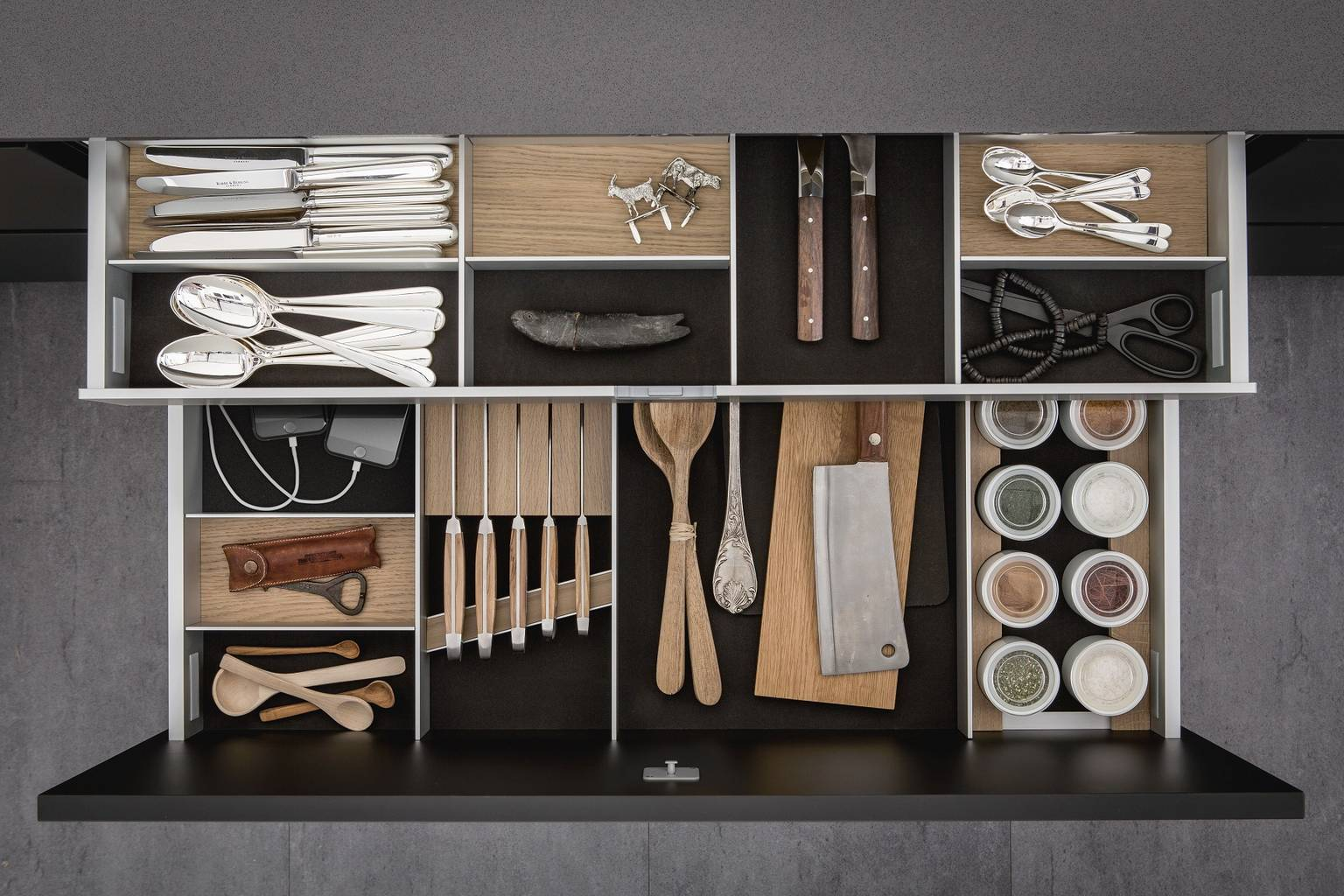 Cutlery inserts, porcelain jars, knife block and USB charging station for iPhone in SieMatic kitchen drawer