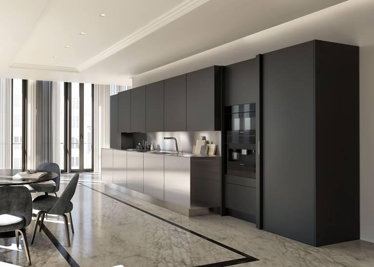 Gli elettrodomestici della cucina possono essere nascosti dopo il loro utilizzo grazie alle colonne SieMatic con ante rientranti lateralmente