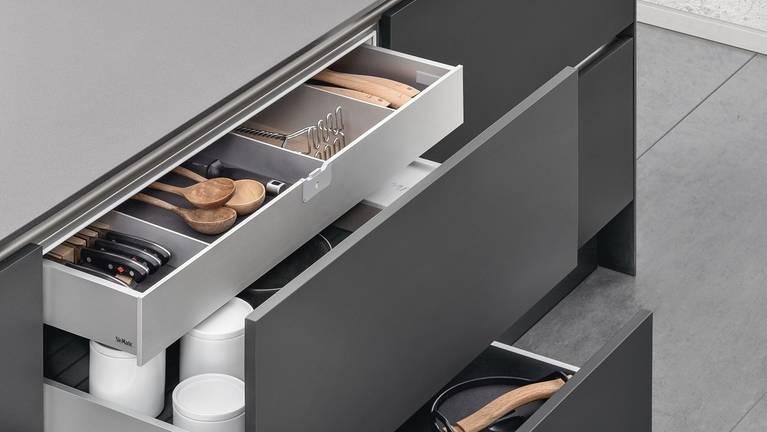 Il cassetto interno SieMatic offre come 2. piano di un estraibile ancor più flessibilità nell'attrezzatura in cucina.