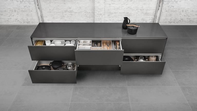 Vele varianten van de keukeninrichting en lade-indeling van SieMatic.