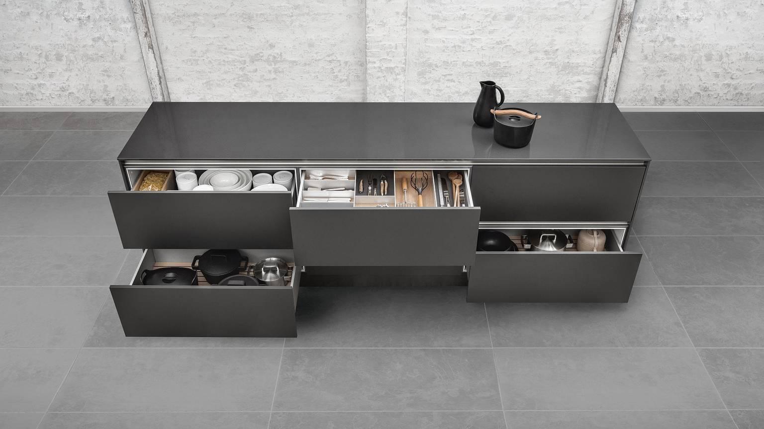 Numerosas variantes del equipamiento de cocinas de SieMatic.