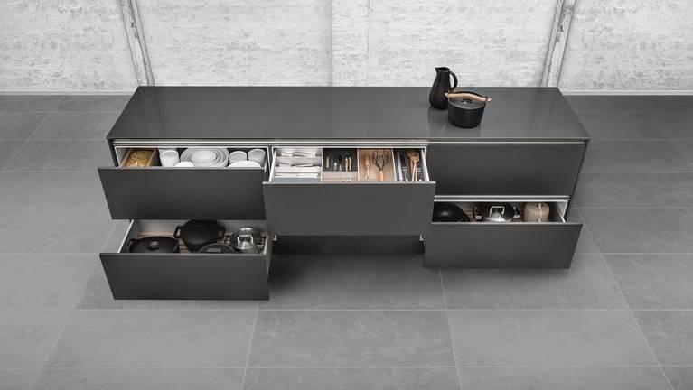 Diverses options de rangement de cuisine haut de gamme par SieMatic.