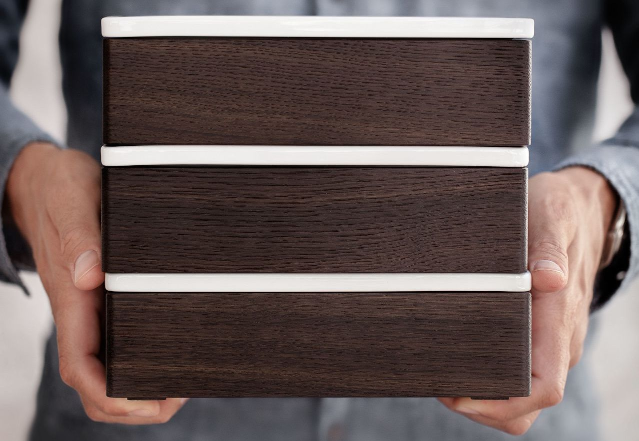 Porcelain and wood boxes by SieMatic can be labeled in pencil.