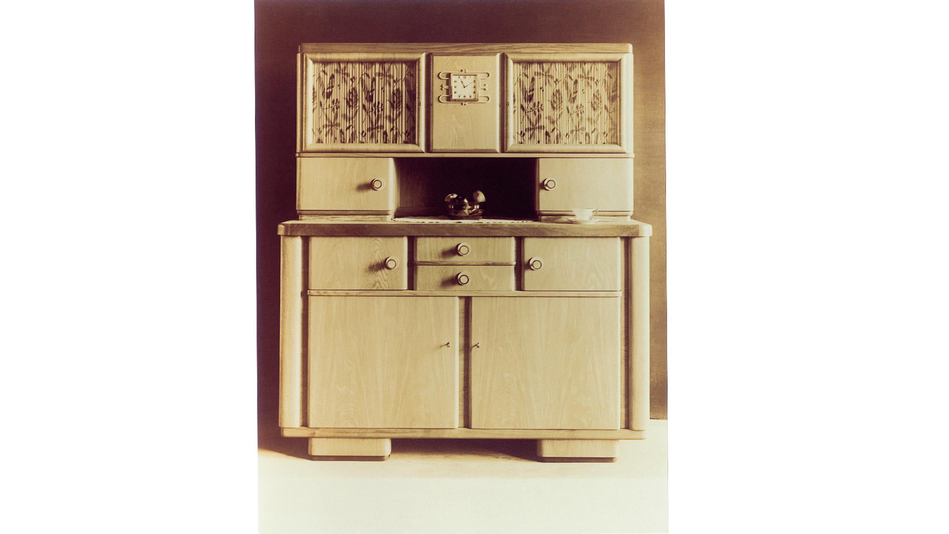 SieMatic Historie 1929: Die August Siekmann Möbelwerke stellen Küchenbuffets auf der Leipziger Messe vor.
