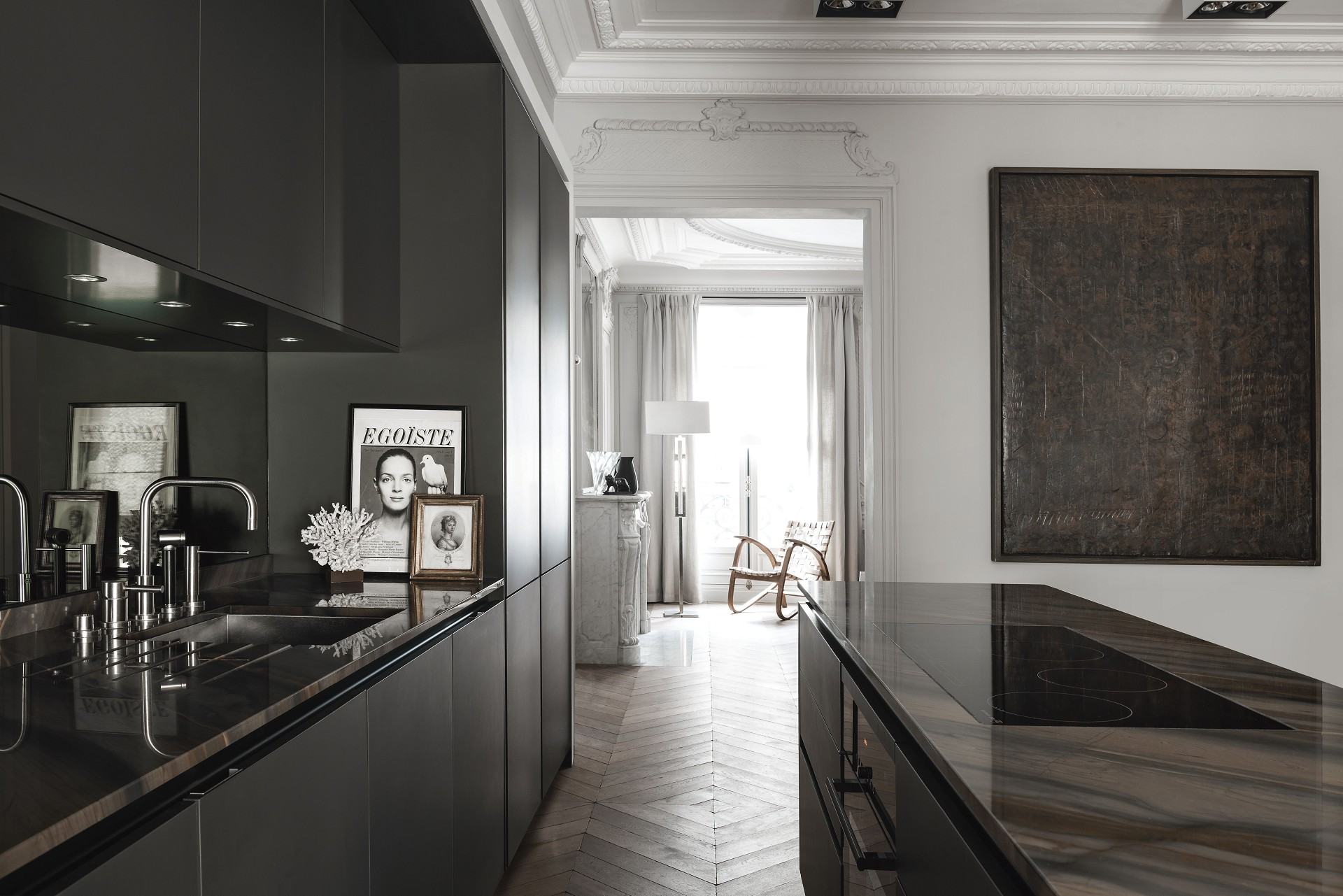 SieMatic kitchen design with SQ lacquer finishes in matte black and dark countertops